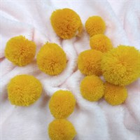 Помпоны кашемировые. Цвет ярко-желтый. Размер микс от 3 до 5 см. Количество 5 шт.